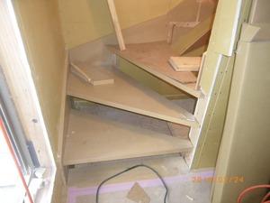 ⑧階段設置.JPG