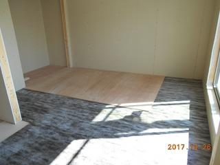 ③.2階住戸床遮音マット+捨合板張り工事.JPG