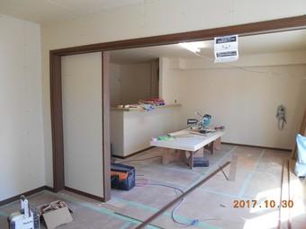 ⑥.1階建具枠取付け工事.JPG