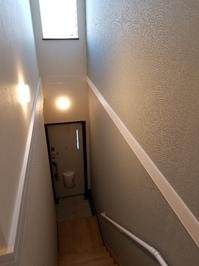 ⑧玄関~階段.jpg