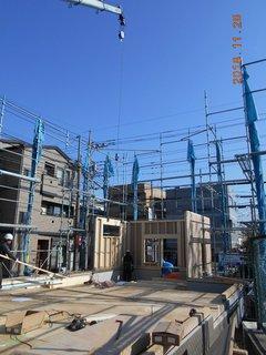 ③.建て方(1階壁パネル).JPG